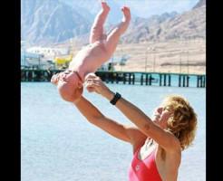 【虐待】赤ちゃんを投げる母親っているんだな・・・ ※動画有り