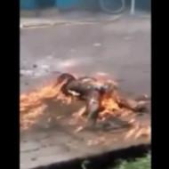【グロ動画】少女にガソリンをぶっ掛けて燃やしてみた・・・ ※超閲覧注意