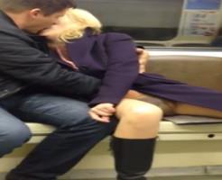 【エロ注意】電車で堂々と手マンするキチガイカップル撮ったったw