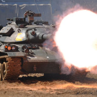 【衝撃映像】戦車の大砲が発射されこっちに飛んでくるガクブル映像