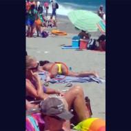 【本物盗撮】ビーチで撮影してたらガチオナニーしてる女性映ってたwww