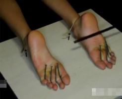 【エログロ】新ジャンルw足拷問がちょっとそそられる・・・w