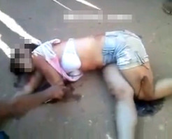 【グロ動画】車に轢かれ虫の息の少女が死んでいく一部始終・・・