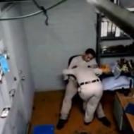 【流出映像】警察所内を撮影しまーす!→婦警がおもっきりフェラしてる・・・