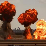【安定の中国】マンホールにゴミを捨てた女性→爆発して死亡・・・