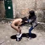 【本物いじめ】女子高生の笑えない全裸にさせる集団いじめが流出