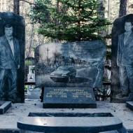 【ロシア】レジェンド級なマフィアボスの墓が遊びすぎてて芸術レベルw ※画像15枚