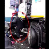 【事故死】バス→→ ライダー ←←トラック この状態で後ろから追突されたらもう諦めるしかない・・・ ※グロ動画