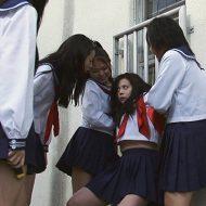 【いじめ】女子高生2人が激しい殴り合い中、学校セキュリティが2人にタックル