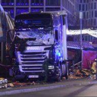 【ドイツテロ】ドイツのクリスマスマーケットに大型トラックが突っ込んだ現場・・・ 動画