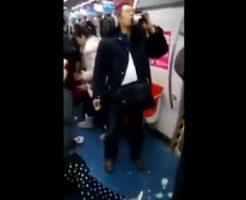 【マジキチ】地下鉄で服毒自殺をはかる男女グループ!なお一人だけ毒が効かなくて気まずい模様www