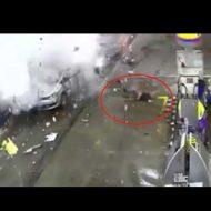 【大爆発】ガソリンスタンドで大爆発が起き二人死ぬ瞬間を見ながら地面に強く叩きつけられるって言葉を再確認するスレはこちら ※衝撃映像
