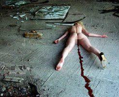 【レイプ殺人】キチガイレイパーに犯された女の子のマンコの中に入れられていたものがコレ・・・ ※エログロ画像