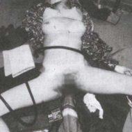 【レイプ死体】拉致られた女の子が拷問されておっぱい刈り取られて遊ばれながら殺されるとか闇深過ぎ・・・ ※エログロ画像