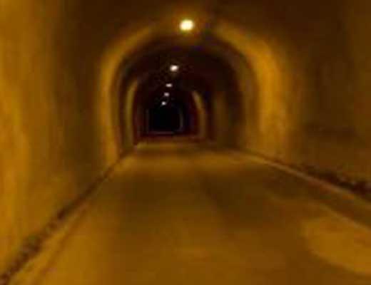 旧割石トンネル風景写真