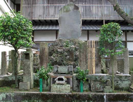 千本浜の首塚風景写真