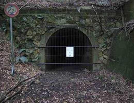 七三峠のトンネル風景写真