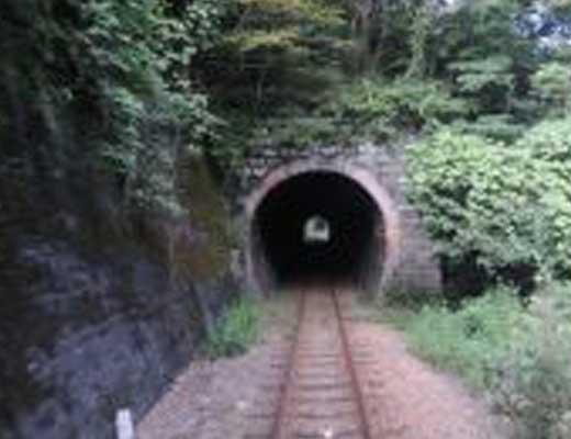 城下トンネル風景写真