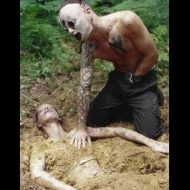 【死姦】森の中で女の子死体使って性欲満たしてる変態お兄さんが撮影した写真が怖すぎワロタwww ※エログロ画像