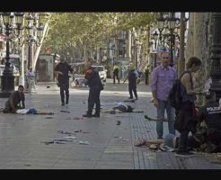 【イスラム国】次々と轢き殺し110人以上の死傷者を出したバルセロナのテロ攻撃の現場が地獄絵図過ぎる・・・ ※グロ動画