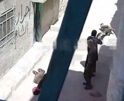 【処刑映像】アルカイダの兵士に路地裏連れていかれたらやっぱりぶち殺されるってはっきりわかんだねw ※衝撃映像