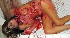 【グロ動画】少女の顔面をナイフで刺しまくって殺していく殺人映像が怖すぎる・・・