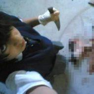 【グロ画像】JS少女がネットに晒し上げた最強にぶっ飛んだ写真がコレ ナイフ持って死体と自撮りとか・・・ ※閲覧注意