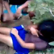 【レイプ動画】一人の少女さんをひとけのない場所に連れて行き集団犯しまくるマジもん映像がコレ・・・ ※無修正