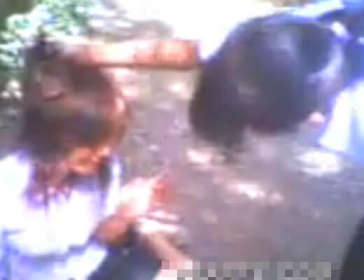【裸いじめ】制服姿のJKさん 同級生にぼっこぼっこに殴られ蹴られ 血を流しながらおっぱい晒上げられる・・・ ※エログロ