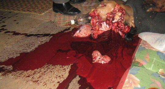 【グロ画像】部屋でショットガン自殺した結果→肉片まき散らし天井まで赤く染める・・・ ※閲覧注意08