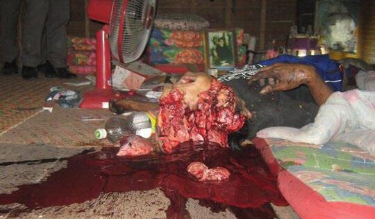 【グロ画像】部屋でショットガン自殺した結果→肉片まき散らし天井まで赤く染める・・・ ※閲覧注意11