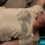 【グロ画像】旅行中の白人JK 殺されて未発達なおっぱいを晒されてしまうw ※女 死体
