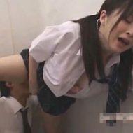 【ガチロリ動画】性欲を持て余しすぎた本物JKさんが学校でクンニさせとるんやがwww ※無修正エロ