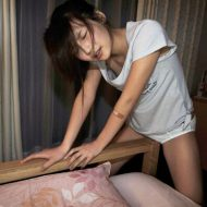 【JCロリ動画】パイパン少女さんがうっかりマンコをベッドの柵に擦り付けて角オナしてもうてるんやがwww ※無修正エロ