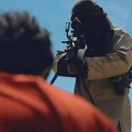 【ISISグロ動画】至近距離で軽機関銃を使用し人間をハチの巣にして行くイスラム国最新処刑映像・・・ ※銃殺