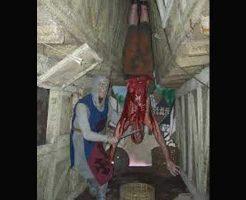 【グロ動画】生きた人間を逆さ吊りにして性器を刈り取り斬首していく処刑がガチでヤバ過ぎる ※グロマップ