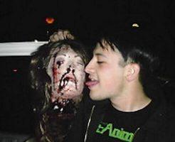 【グロ動画】殺したばかりの女の子を解体し処理していく映像 首を掻き切っていく音が生々し過ぎる・・・