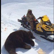 【グロ画像】クマに襲われてしまった男性の顔面が壊れ過ぎてる・・・