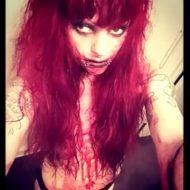 【グロ動画】マジキチ過ぎるメンヘラ女子から送られてきた自撮りがトラウマ注意・・・