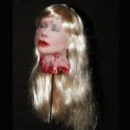 【閲覧注意】処刑されたばかりの女たち 斬首した生首を乱雑に扱う闇深映像・・・