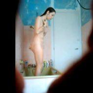 【無修正 盗撮】激カワJKさんがシャワー浴びてるところを隠し撮りしたったwww