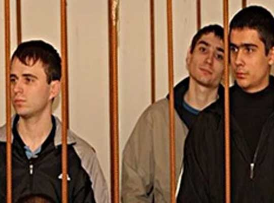 ウクライナ21の裁判前の若者