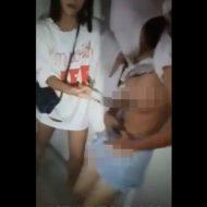 【性的いじめ】jc少女1人を集団で殴っておっぱい晒し上げてく中国いじめ映像が酷い・・・