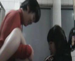 【jc ロリ】トイレでセックスしちゃった中○生カップルのハメ撮り映像w 男ウッキウキで草
