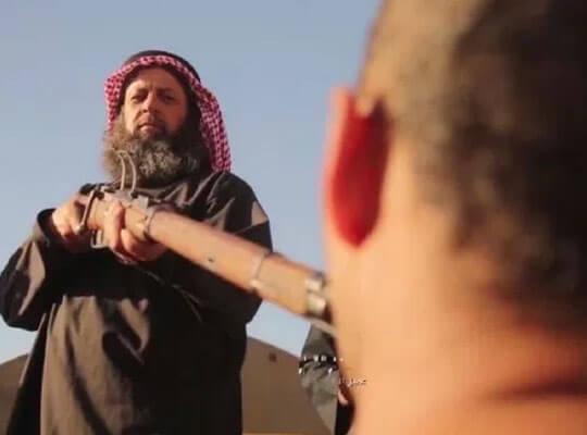 【isis グロ】口に銃口を咥えさせ引き金を引く 顔面が破壊されながら処刑される男性達・・・