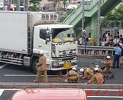 【グロ動画】大型トラックを運転中に巻き込み確認をしないとこうなる・・・
