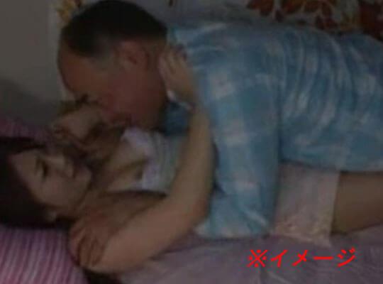 【近親相姦】実の娘が泥酔して寝ているところを昏睡レイプしていく父親がヤバ過ぎるんだがwww ※無修正