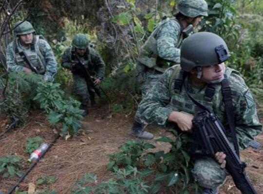 【衝撃】兵士によって撮影されたメキシコ軍対麻薬カルテルの銃撃戦 完全に戦争にしか見えない