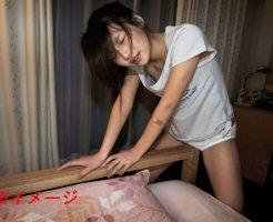 【エロ 自撮り】「これっ気持ちいいのぉぉお///」 乳首を洗濯バサミで挟みながら角オナしてる素人マンさんが発見されるw