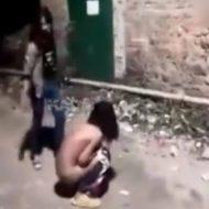 【裸いじめ】可愛いjcがクラスの男子にモテ過ぎた結果→服を剥ぎとられてぼこぼこに殴られるらしい・・・